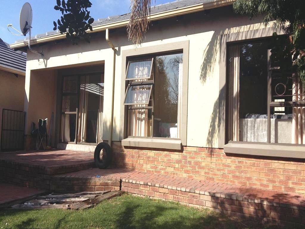 Centurion, Valley View Estate Property  | Houses For Sale Valley View Estate, Valley View Estate, Townhouse 2 bedrooms property for sale Price:1,160,000