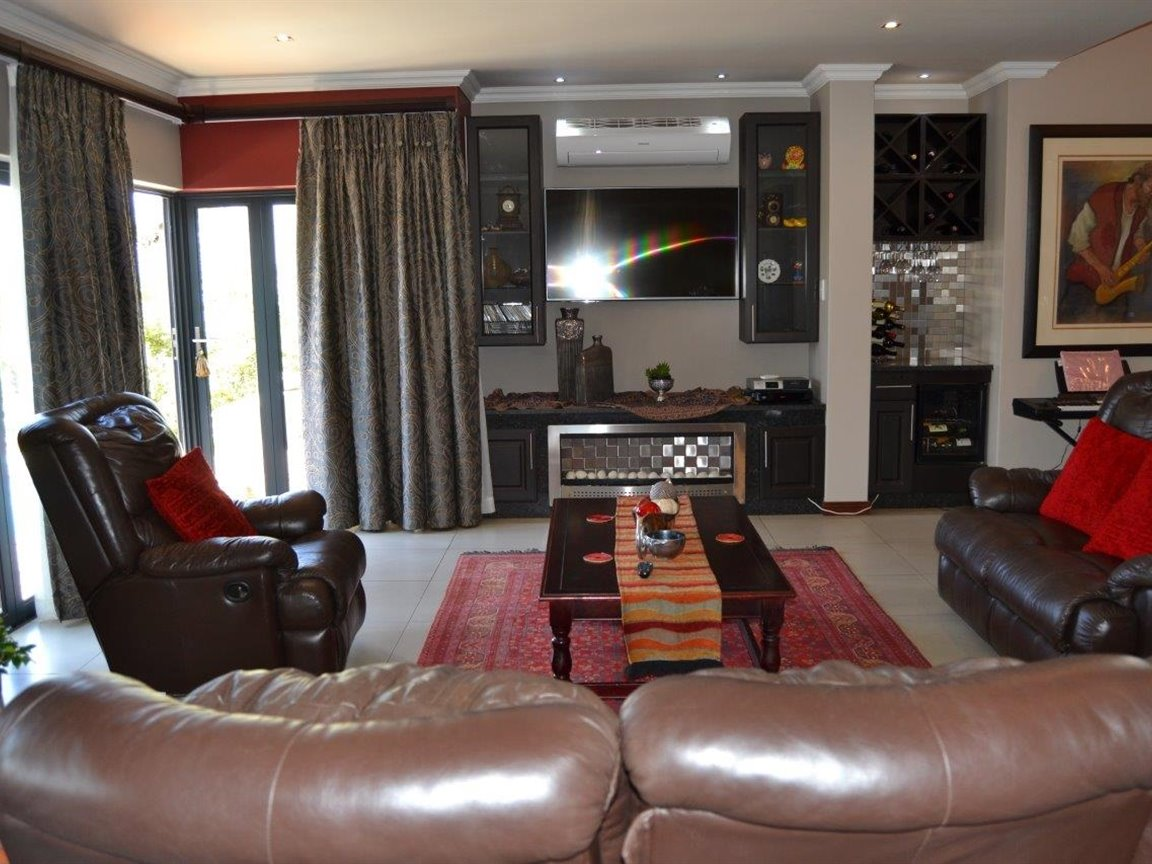 Midstream Hill property for sale. Ref No: 13395538. Picture no 9