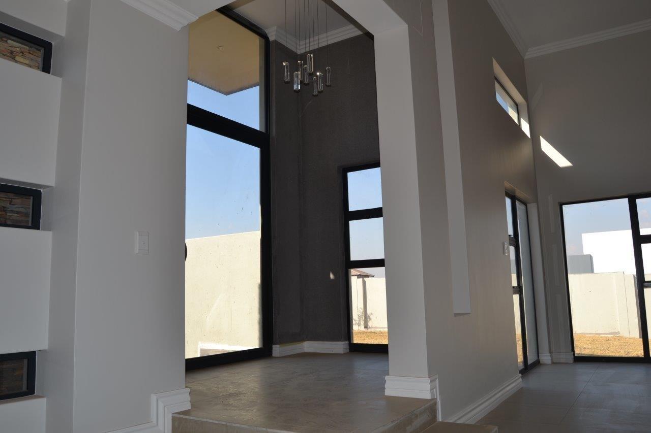 Midstream Ridge Estate property for sale. Ref No: 13500360. Picture no 28