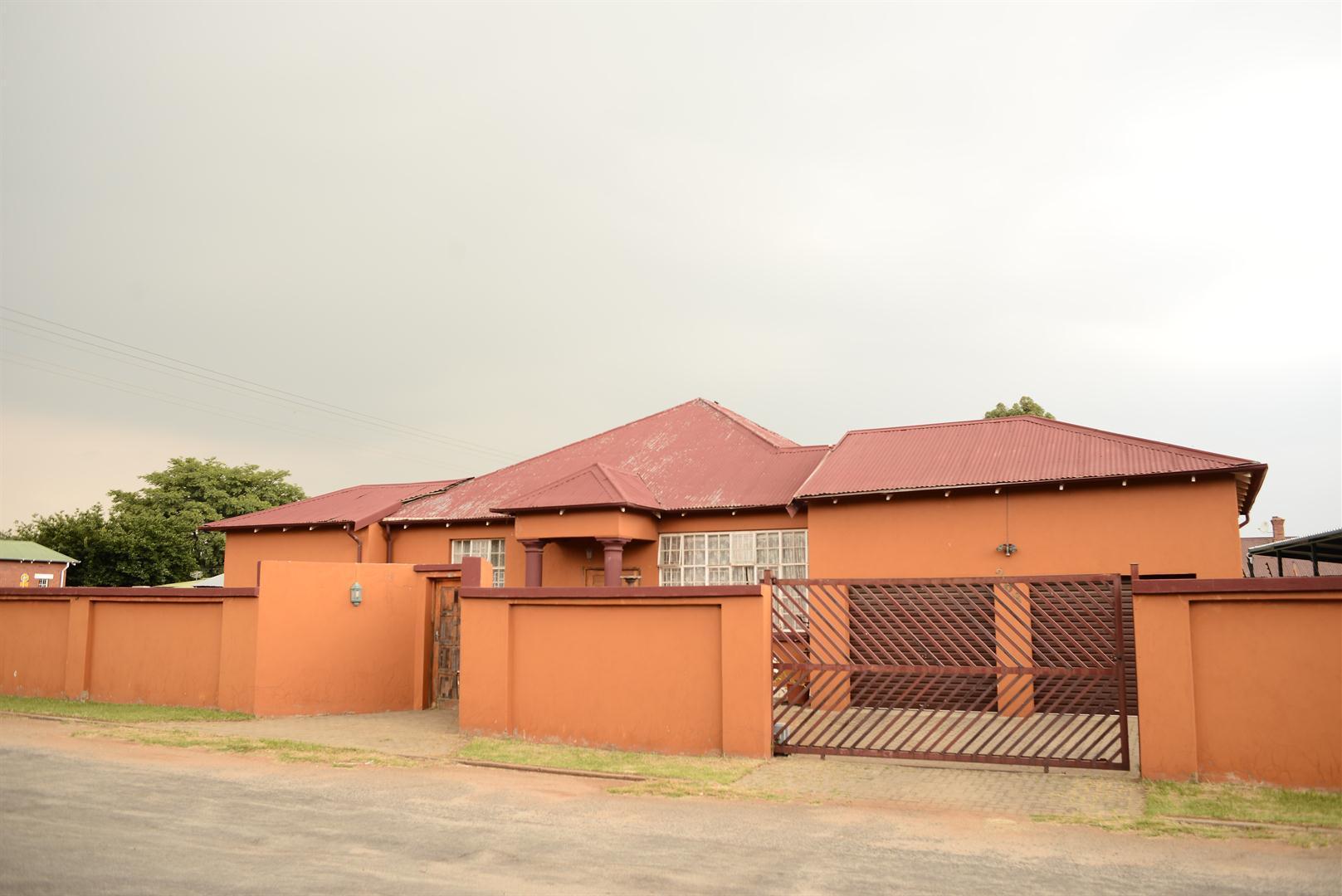 Krugersdorp, West Village Property  | Houses For Sale West Village, West Village, House 3 bedrooms property for sale Price:680,000