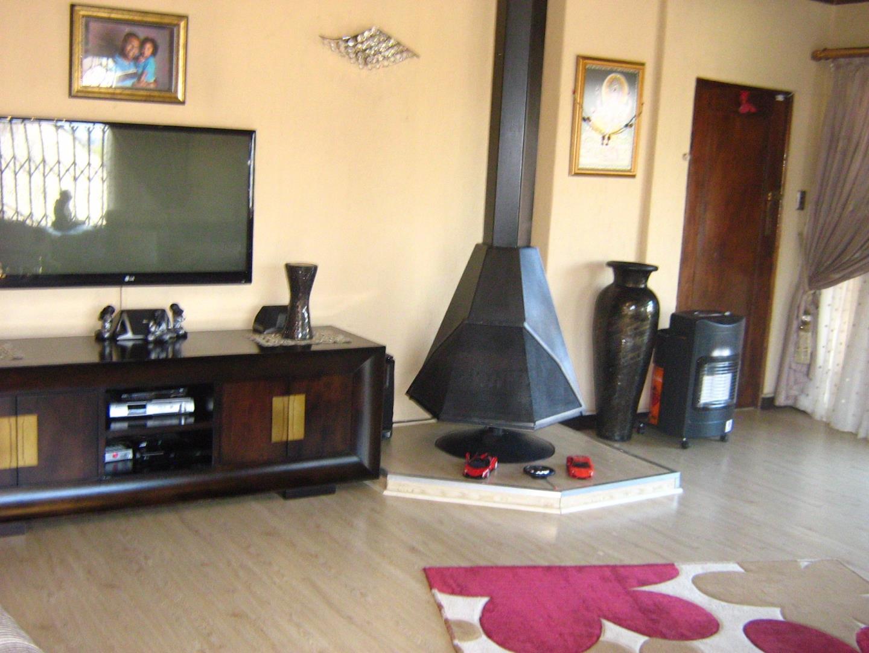 Mondeor property for sale. Ref No: 13525984. Picture no 4