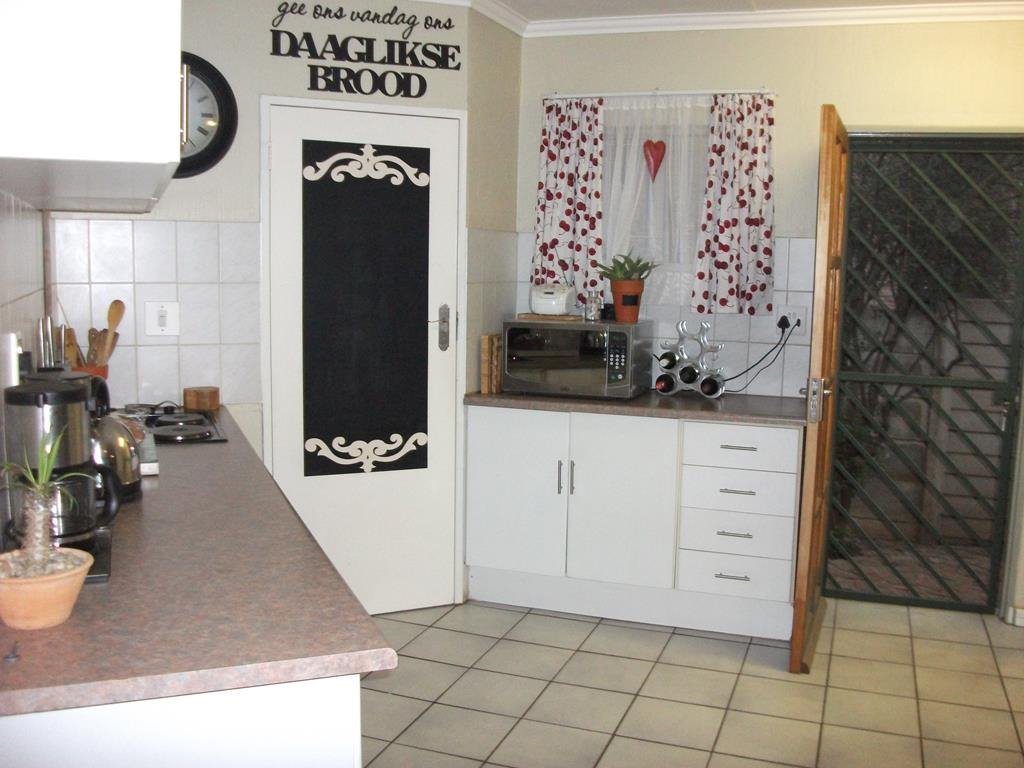 Lyttelton Manor property for sale. Ref No: 13401707. Picture no 2
