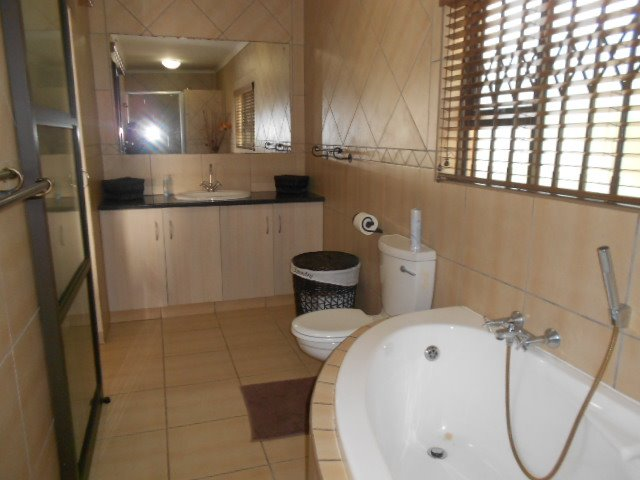 Astra Park property to rent. Ref No: 13523728. Picture no 13