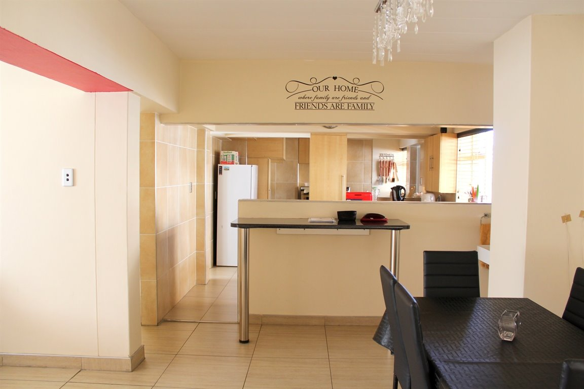 Potchefstroom Central property for sale. Ref No: 13394154. Picture no 2