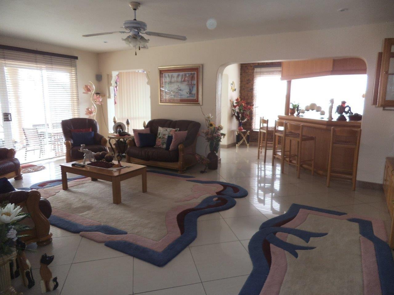 Glenvista property for sale. Ref No: 13624500. Picture no 15