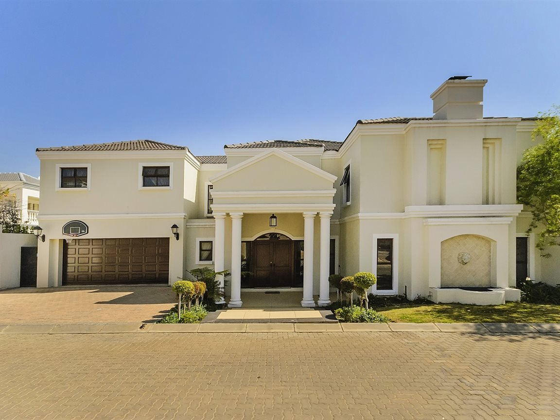Bryanston property for sale. Ref No: 13379758. Picture no 1