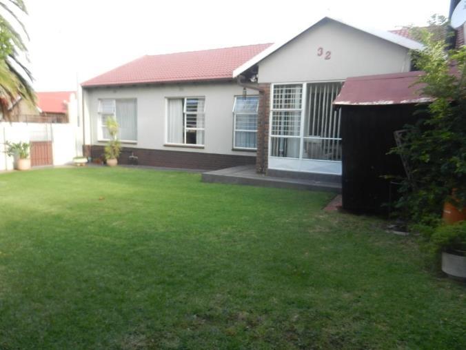 , Townhouse, 3 Bedrooms - ZAR 1,650,000