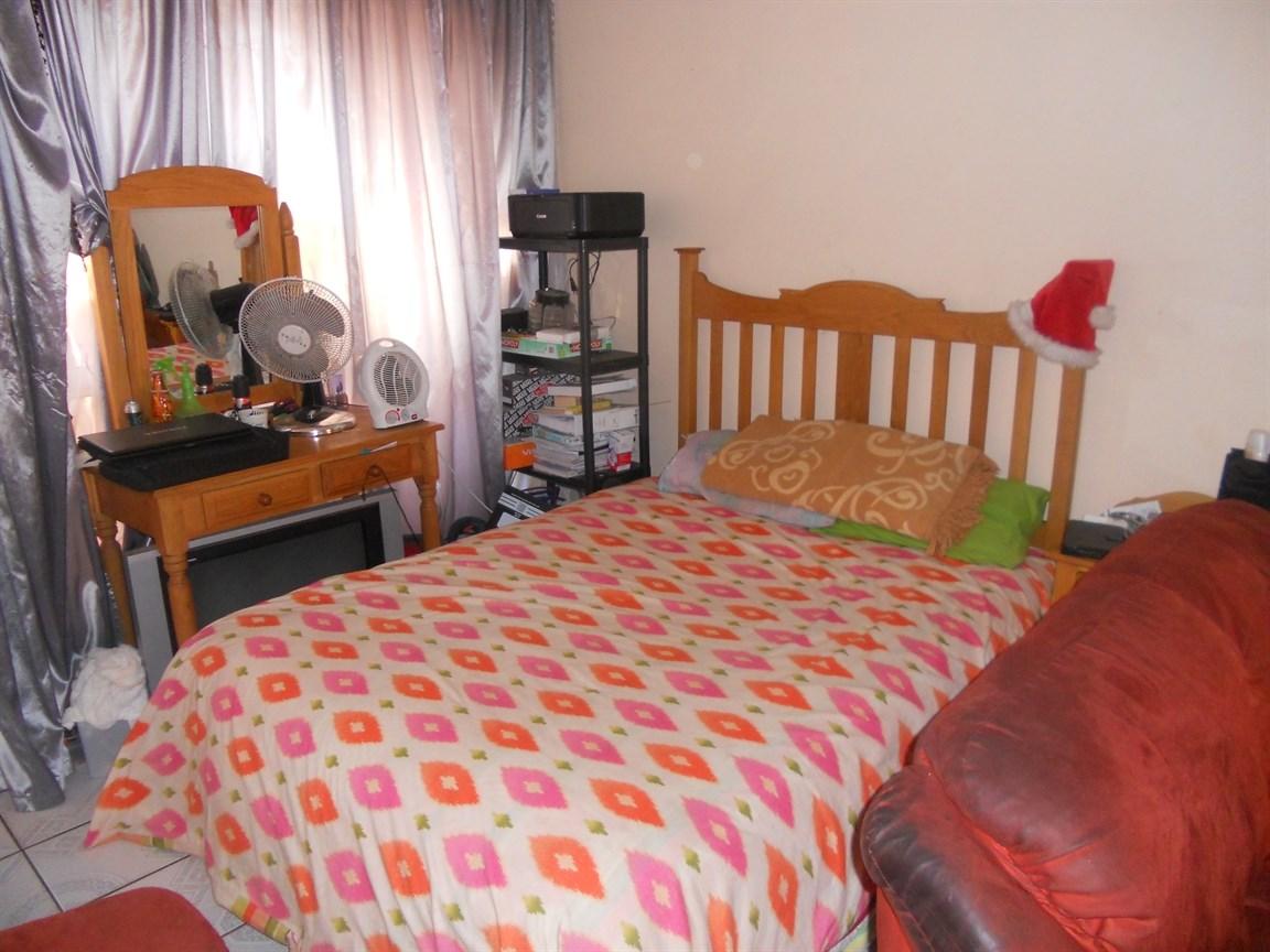 Brackenham property for sale. Ref No: 12738662. Picture no 6