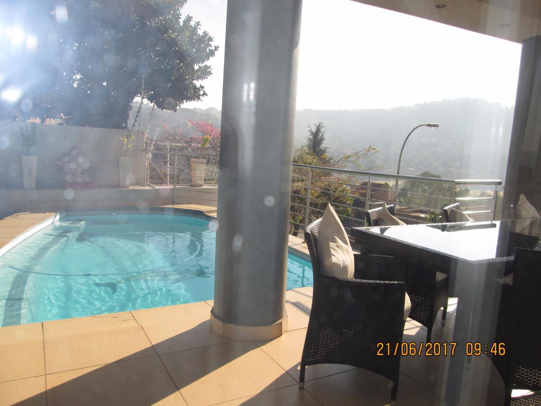Glenvista property for sale. Ref No: 13526246. Picture no 5