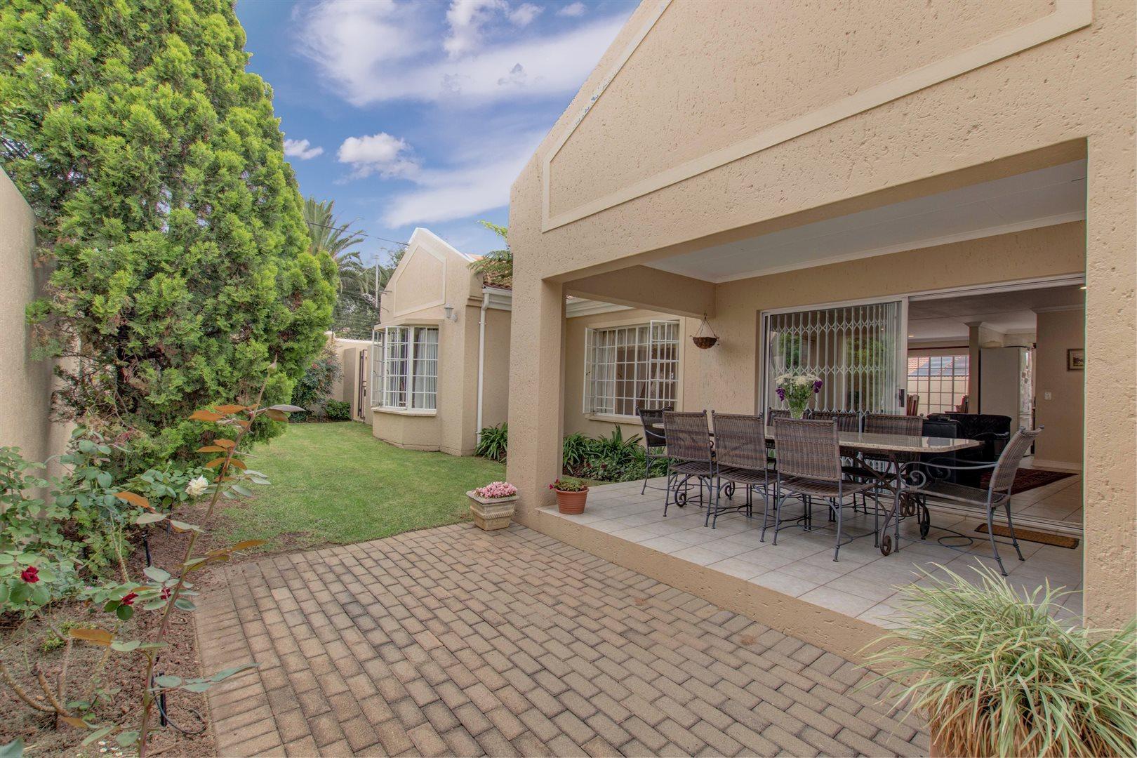 Sandton, Douglasdale Property  | Houses For Sale Douglasdale, Douglasdale, House 3 bedrooms property for sale Price:1,699,000