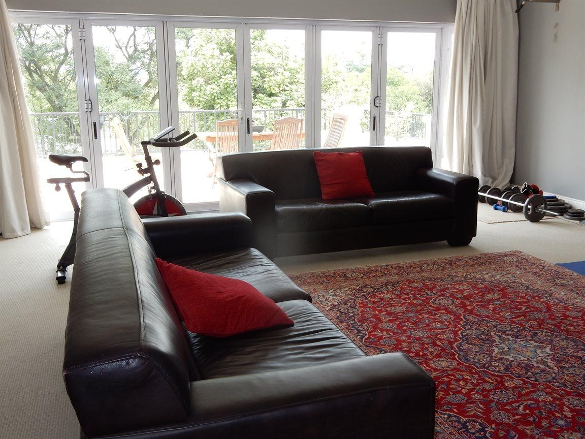 Bryanston property for sale. Ref No: 13290662. Picture no 18