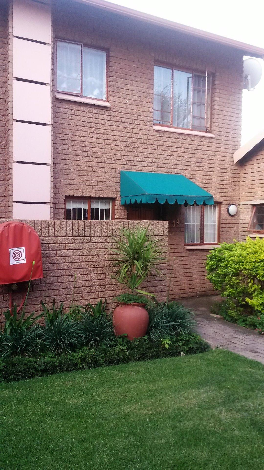 Pretoria, Moreletapark Property  | Houses To Rent Moreletapark, Moreletapark, Townhouse 2 bedrooms property to rent Price:,  8,00*