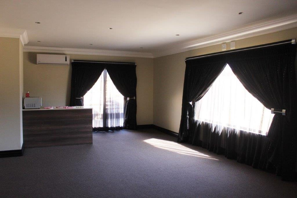 Blue Valley Golf Estate property for sale. Ref No: 13371077. Picture no 19