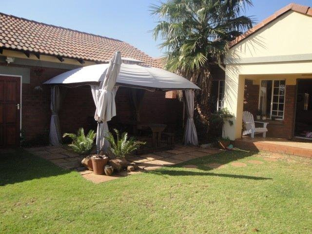Centurion, Eco Park Estate Property    Houses To Rent Eco Park Estate, Eco Park Estate, Townhouse 3 bedrooms property to rent Price:, 11,00*