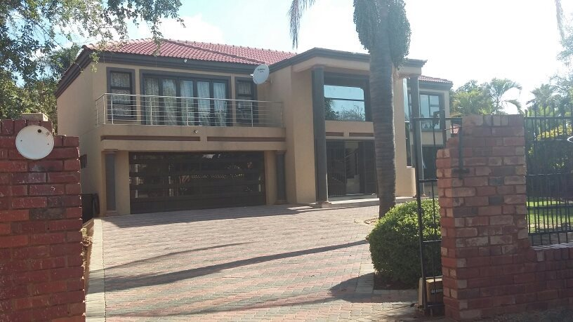 Karenpark property for sale. Ref No: 13565301. Picture no 2