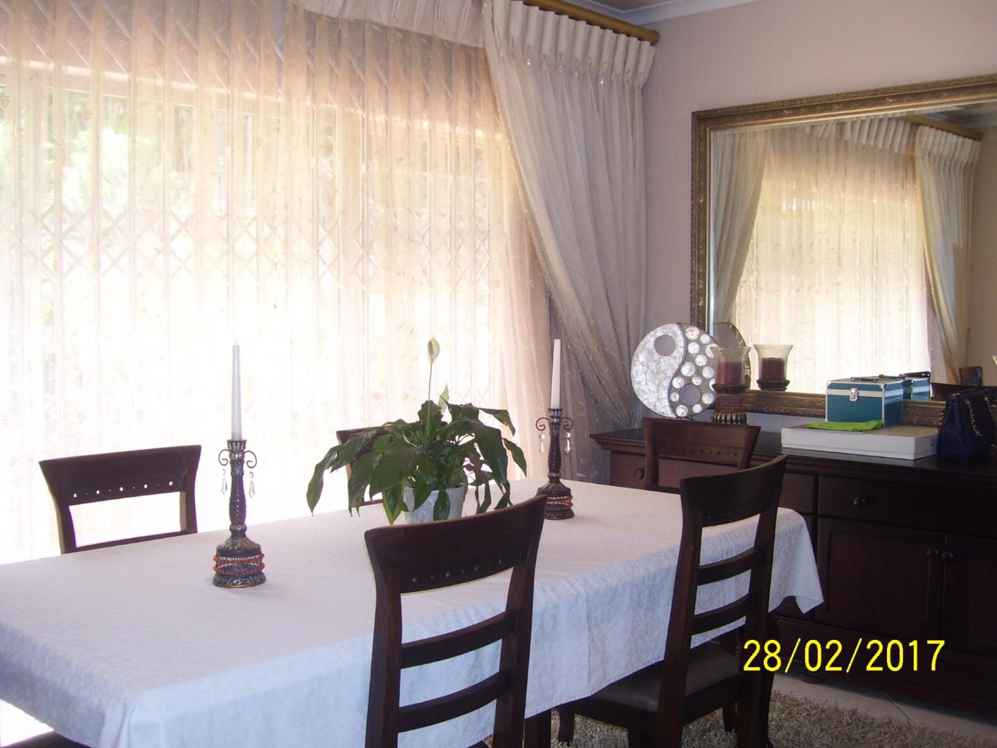 Glenvista property for sale. Ref No: 13525346. Picture no 5