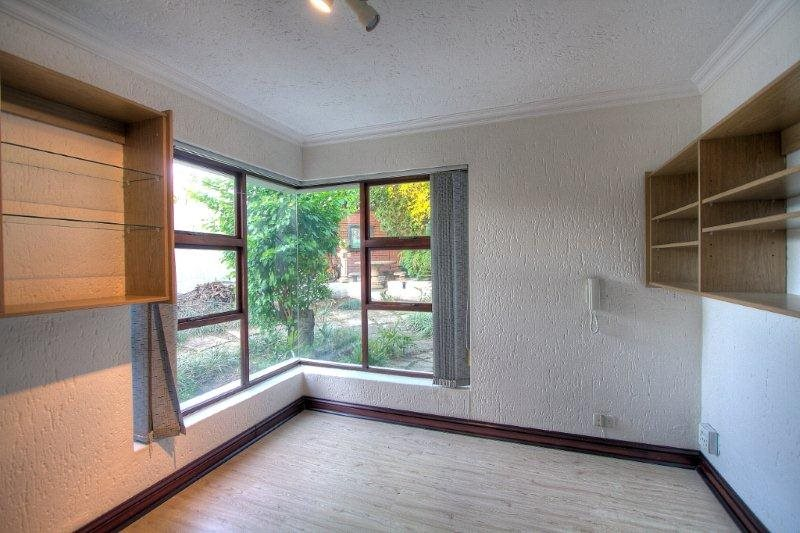 Fourways Gardens property for sale. Ref No: 13401246. Picture no 6