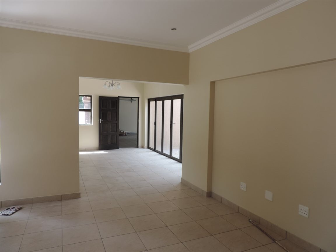 Three Rivers Proper property for sale. Ref No: 12765248. Picture no 8