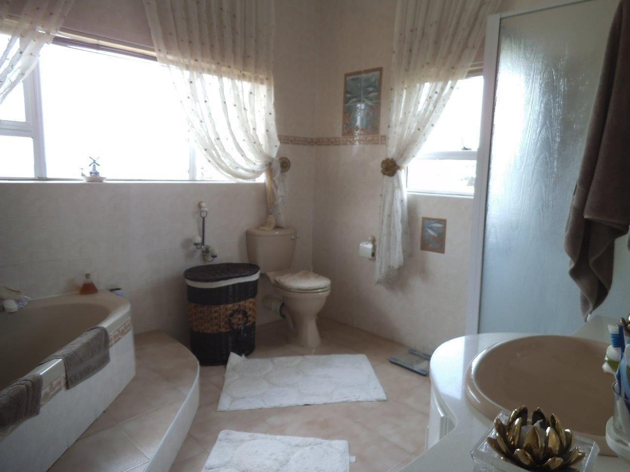 Glenvista property for sale. Ref No: 13624500. Picture no 36