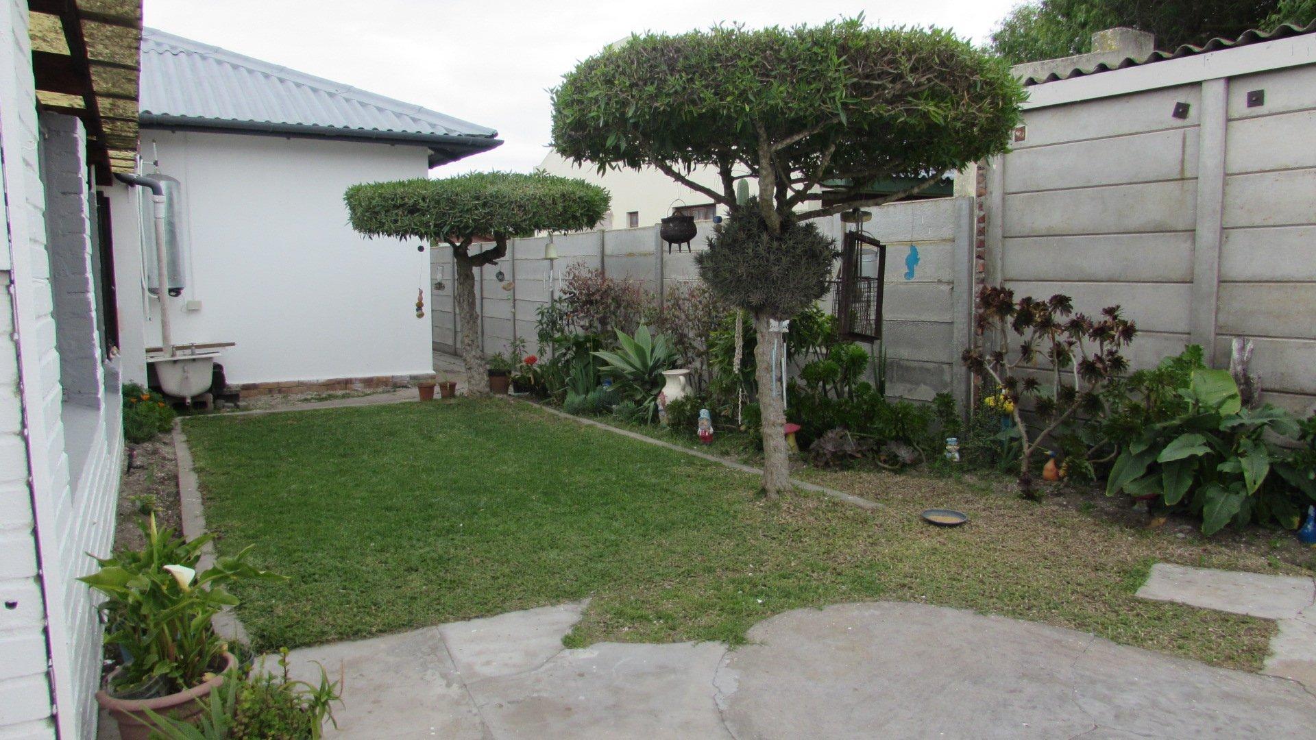Property and Houses for sale in Velddrif, House, 3 Bedrooms - ZAR 1,558,000