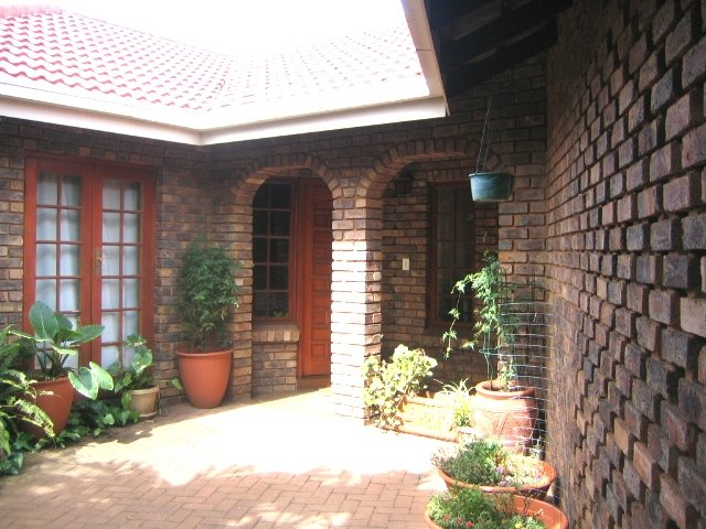 Property and Houses to rent in Gauteng, House, 4 Bedrooms - ZAR , 16,00*,M