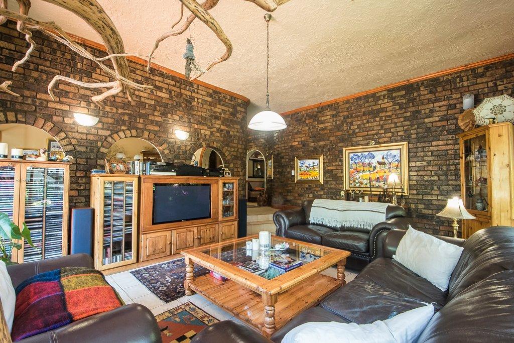 Glenvista property for sale. Ref No: 13529565. Picture no 10