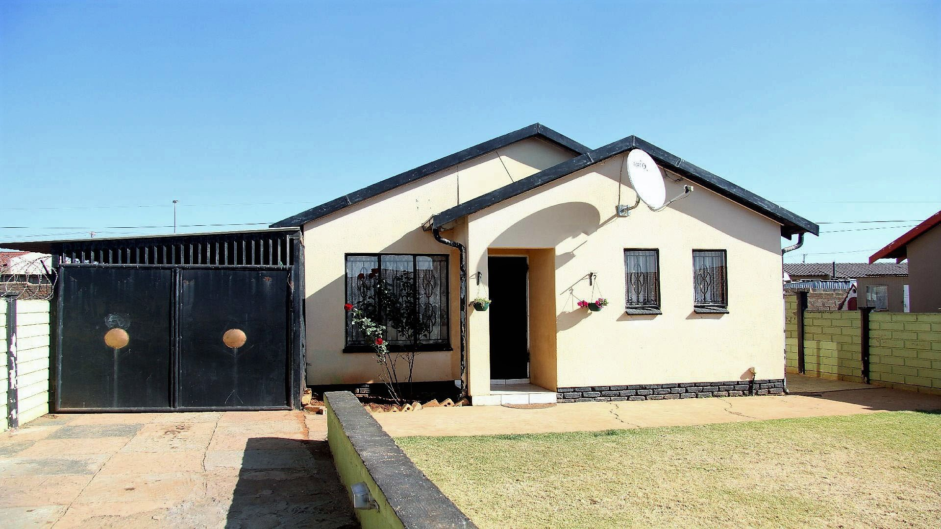 Randfontein, Toekomsrus Property  | Houses For Sale Toekomsrus, Toekomsrus, House 2 bedrooms property for sale Price:470,000