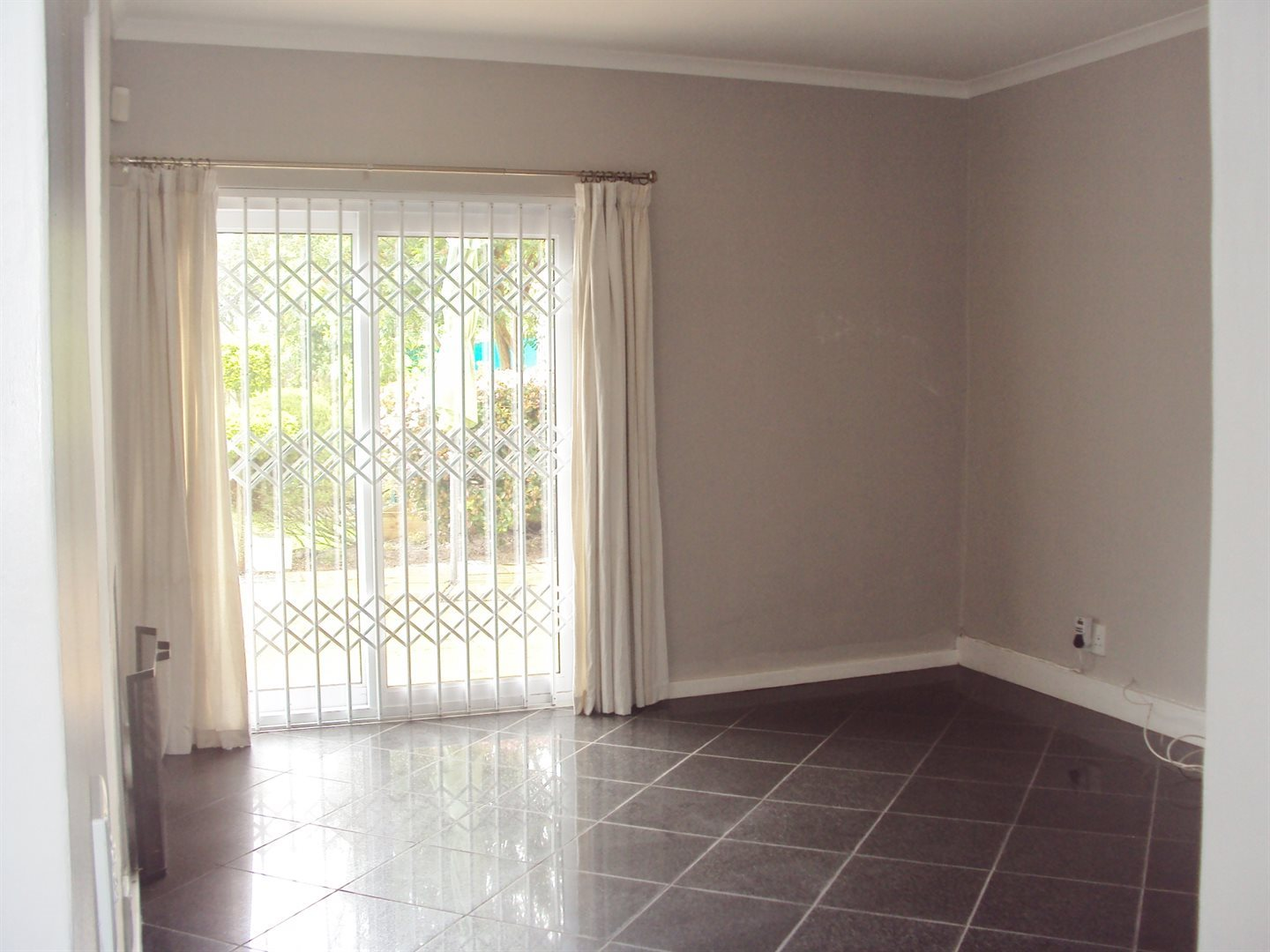 Tokai property to rent. Ref No: 13528956. Picture no 9
