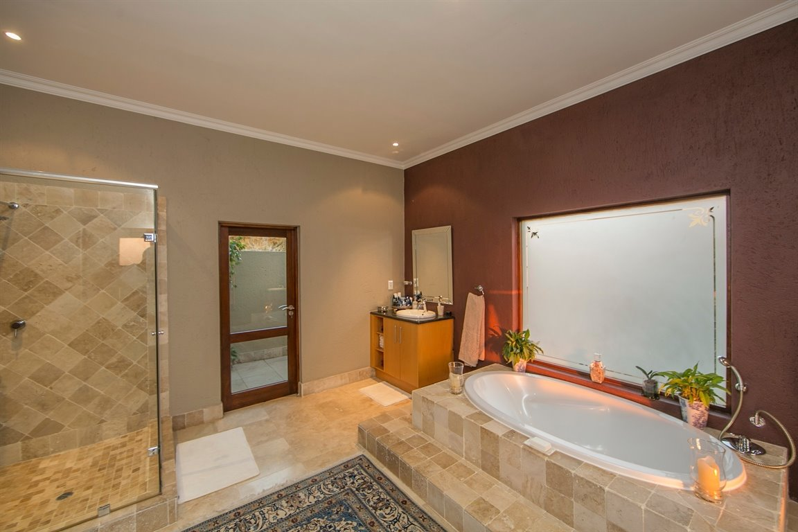 Fourways property for sale. Ref No: 13401727. Picture no 14