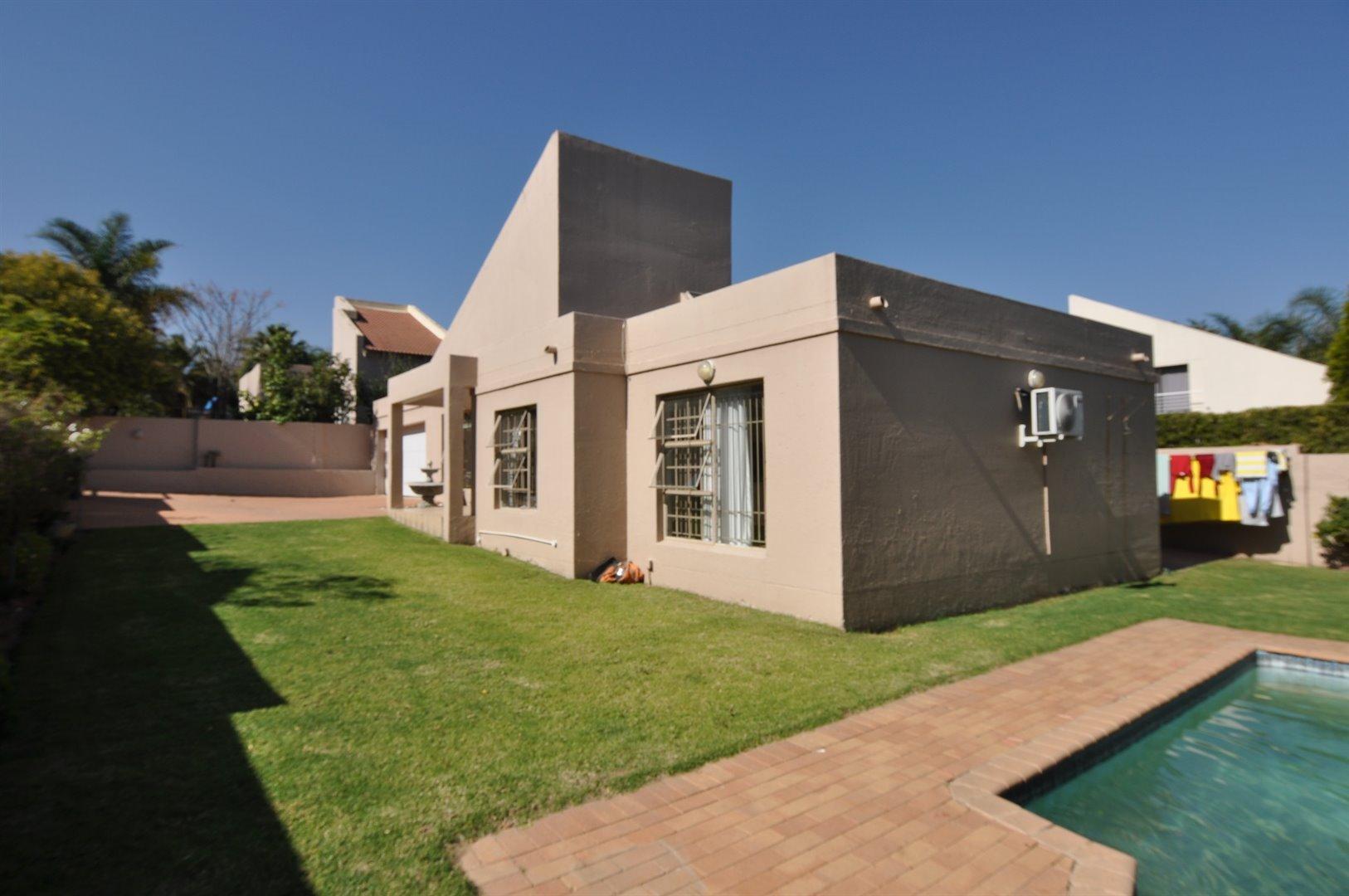 Sandton, Douglasdale Property    Houses To Rent Douglasdale, Douglasdale, House 3 bedrooms property to rent Price:, 17,00*