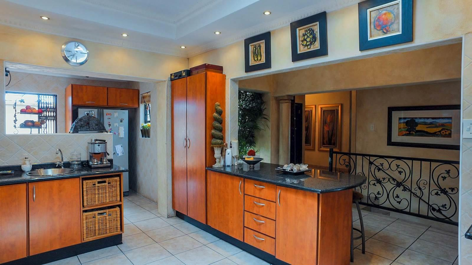 Northcliff property for sale. Ref No: 13440137. Picture no 7