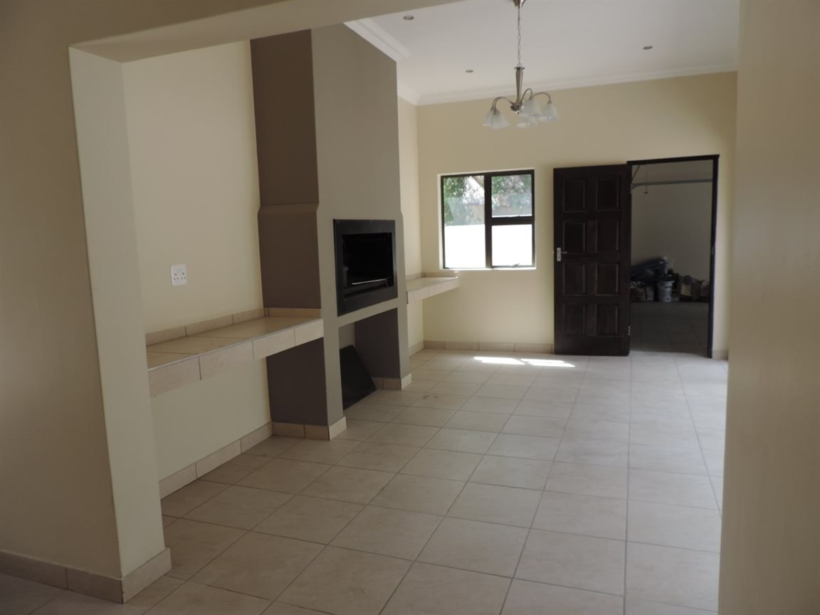 Three Rivers Proper property for sale. Ref No: 12765248. Picture no 9