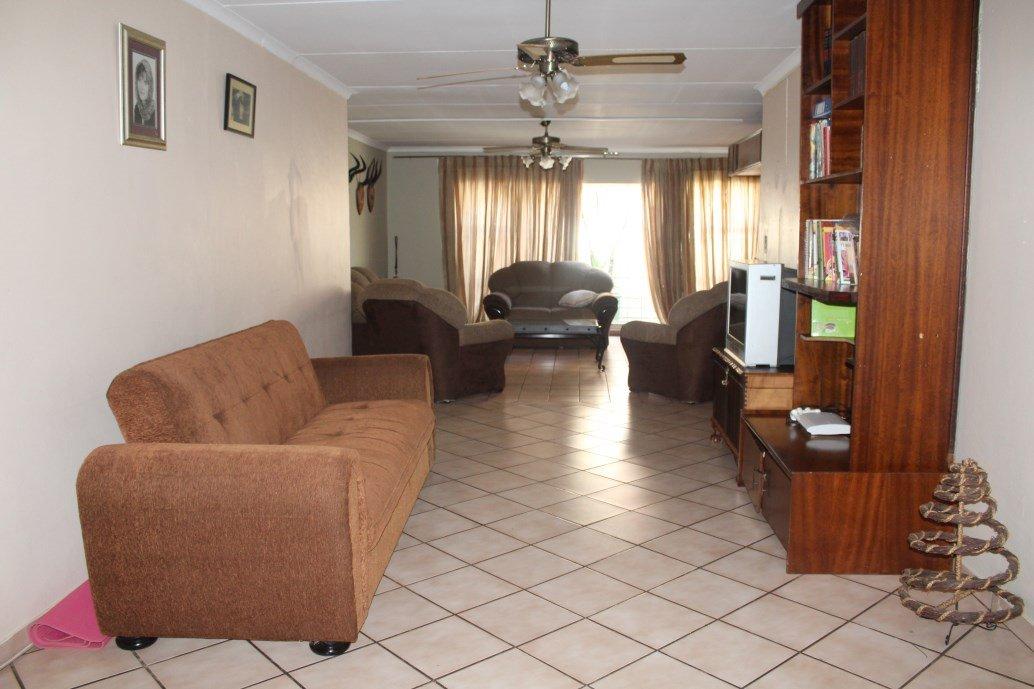 Risiville property for sale. Ref No: 12794959. Picture no 4