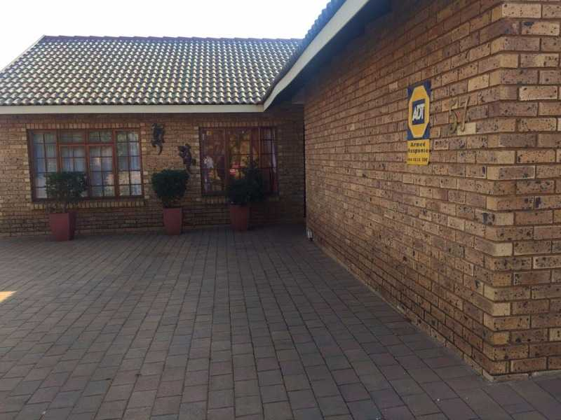 Theresapark property for sale. Ref No: 13507051. Picture no 2