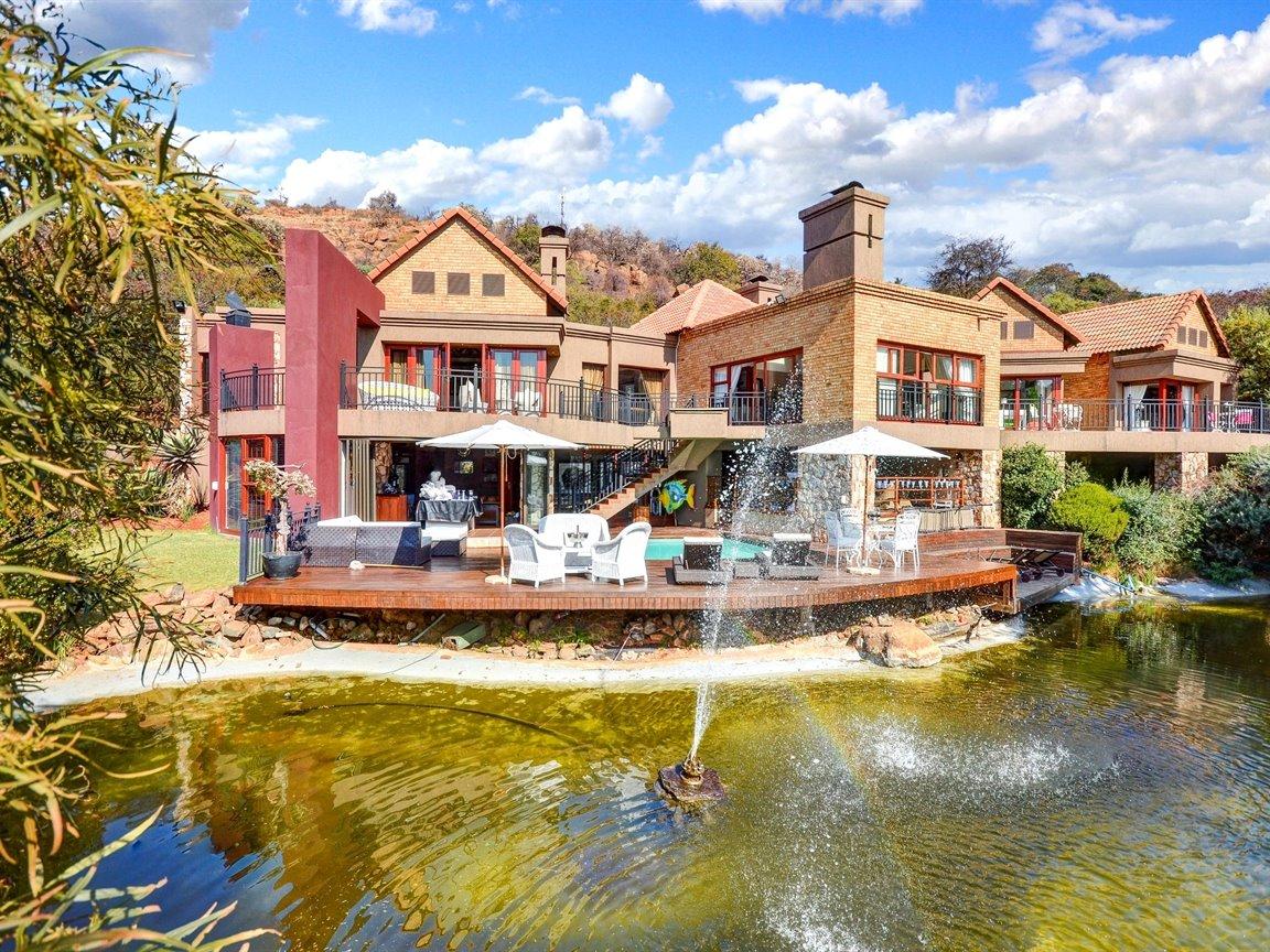 Glenvista property for sale. Ref No: 13390499. Picture no 27