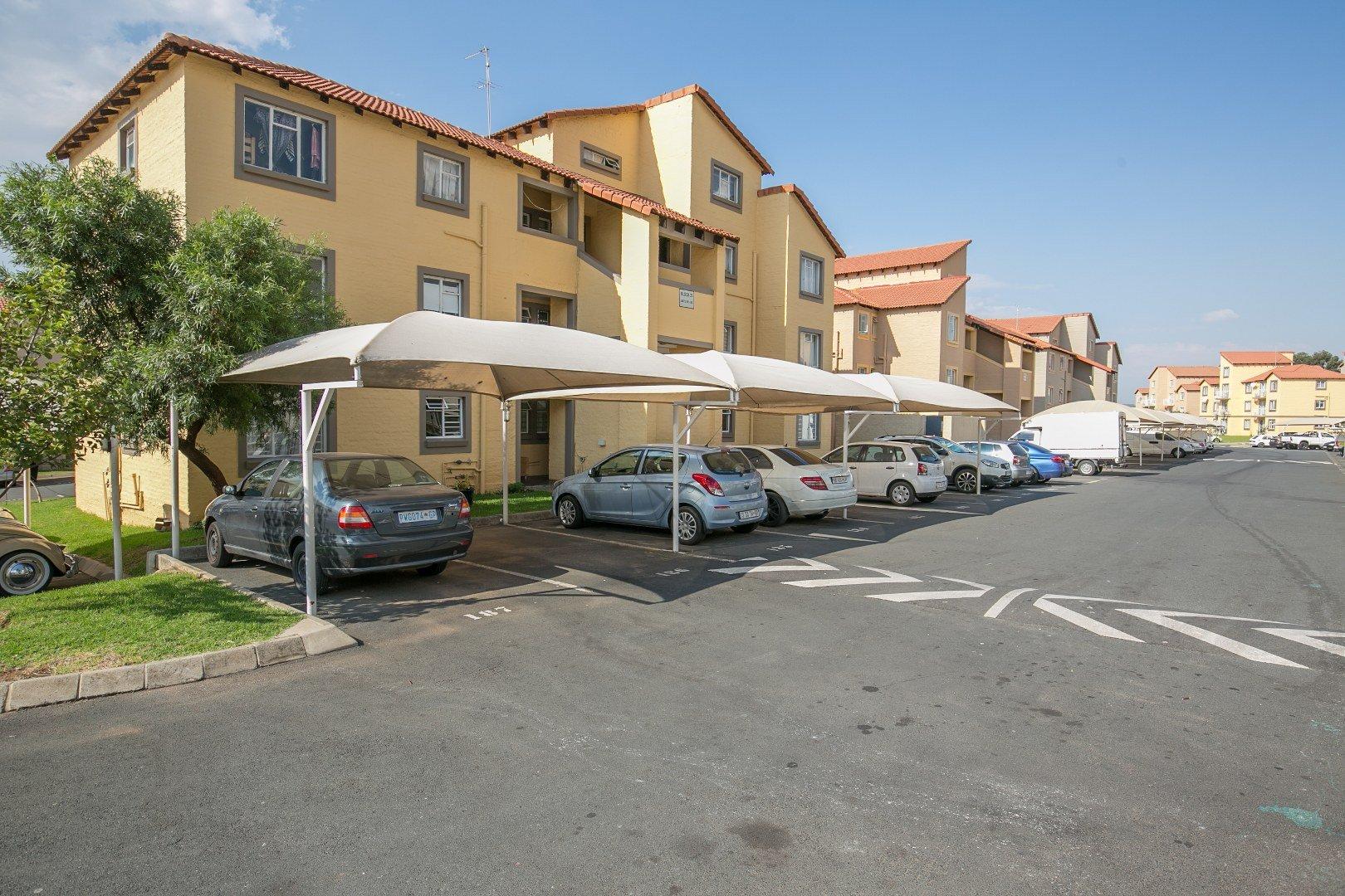 Property for Sale by Nicole   Zahiya Ferreira, Townhouse, 2 Bedrooms - ZAR 575,000