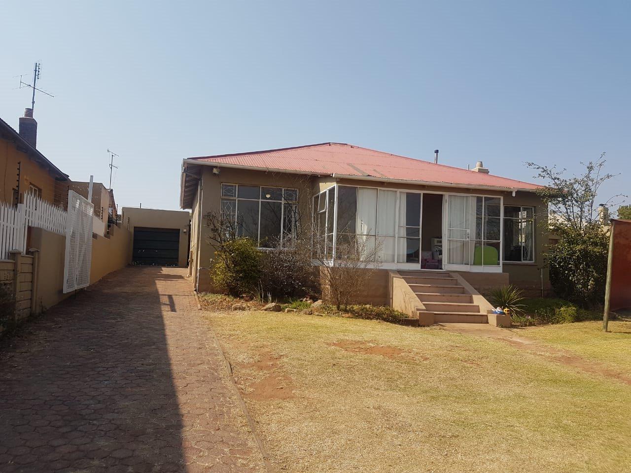 Krugersdorp, Krugersdorp North Property    Houses For Sale Krugersdorp North, Krugersdorp North, House 3 bedrooms property for sale Price:1,140,000