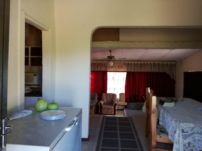 Craigieburn property for sale. Ref No: 13617032. Picture no 18