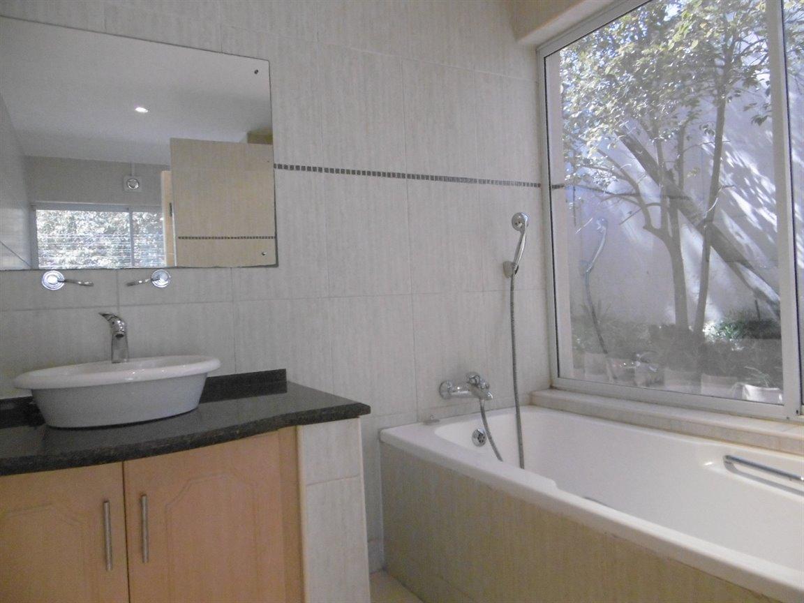 Bryanston property for sale. Ref No: 13531296. Picture no 15