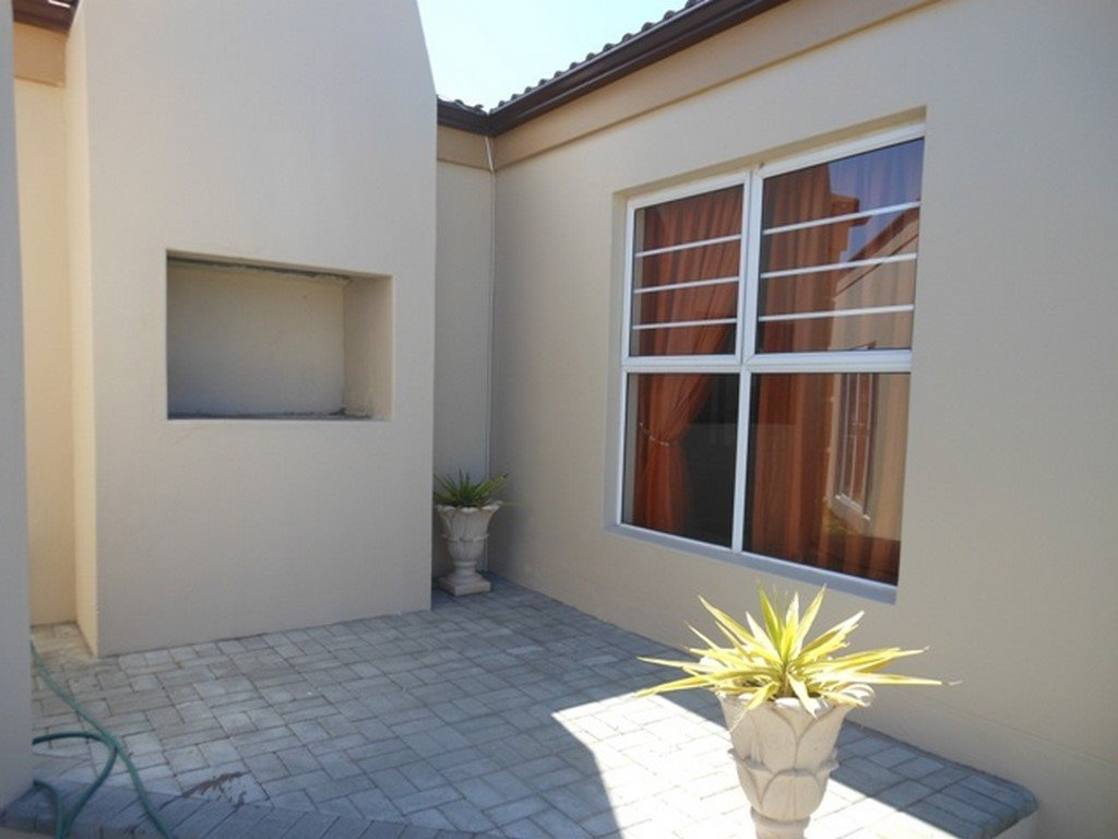 Country Club property for sale. Ref No: 13567857. Picture no 24