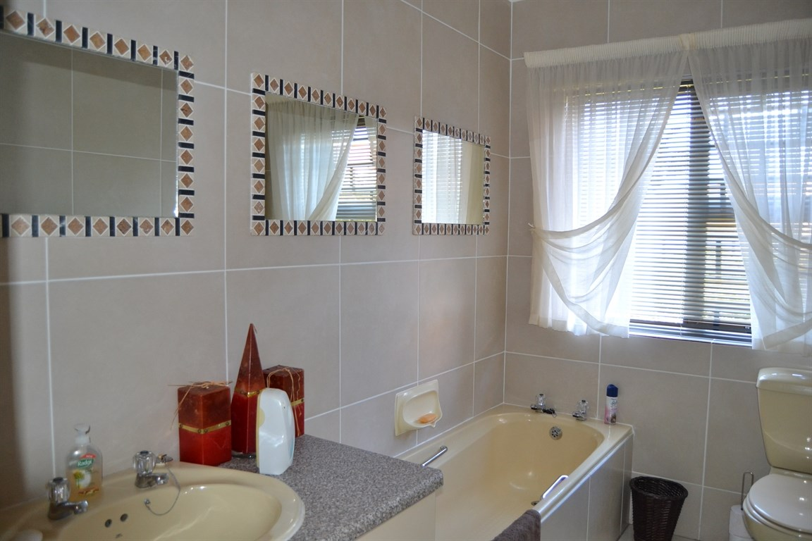 Lamberts Bay property for sale. Ref No: 13373968. Picture no 9