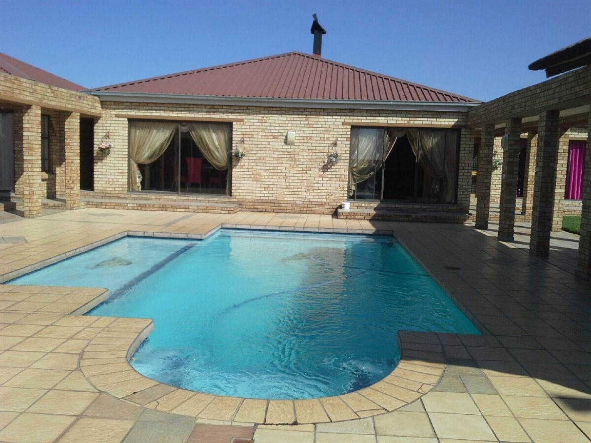 Heilbron for sale property. Ref No: 12764559. Picture no 1