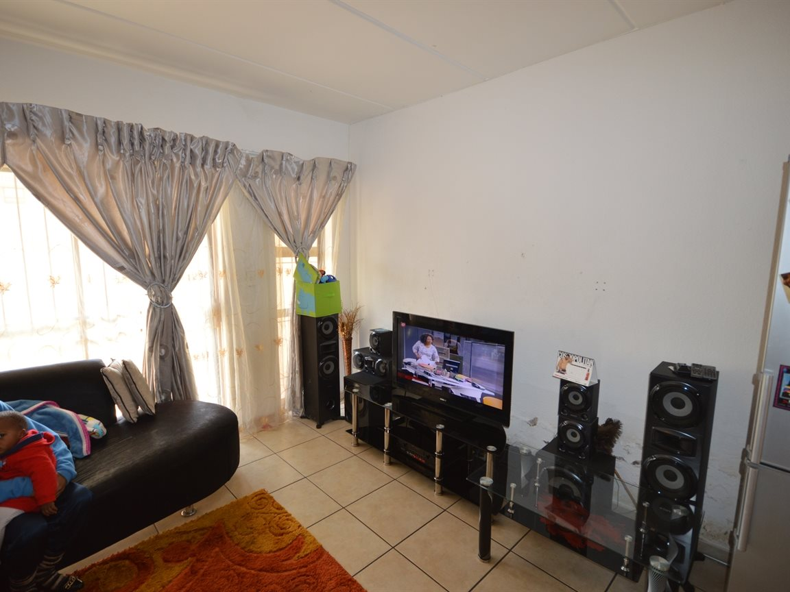 Vanderbijlpark Se9 property for sale. Ref No: 12799356. Picture no 9