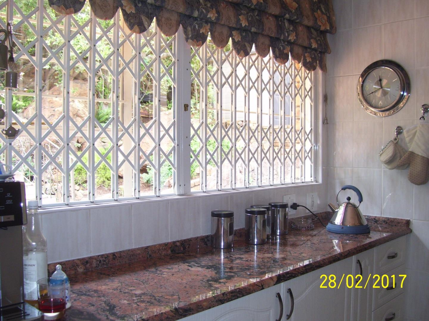 Glenvista property for sale. Ref No: 13525346. Picture no 16