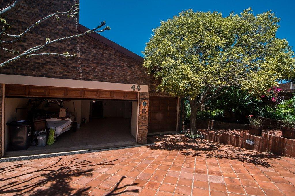 Glenvista property for sale. Ref No: 13529565. Picture no 41