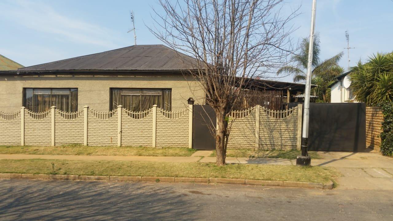 Krugersdorp, Krugersdorp West Property  | Houses For Sale Krugersdorp West, Krugersdorp West, House 3 bedrooms property for sale Price:900,000