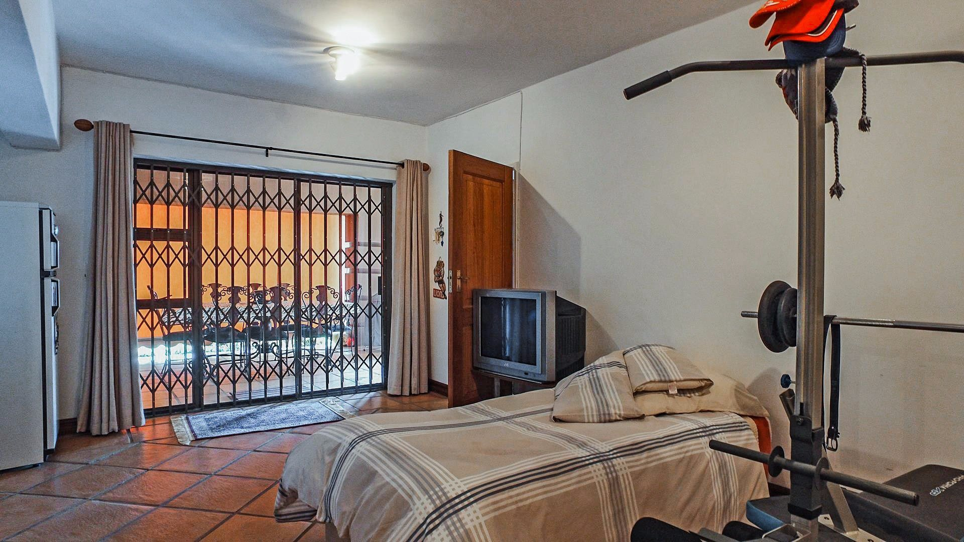 Northcliff property for sale. Ref No: 13537074. Picture no 24
