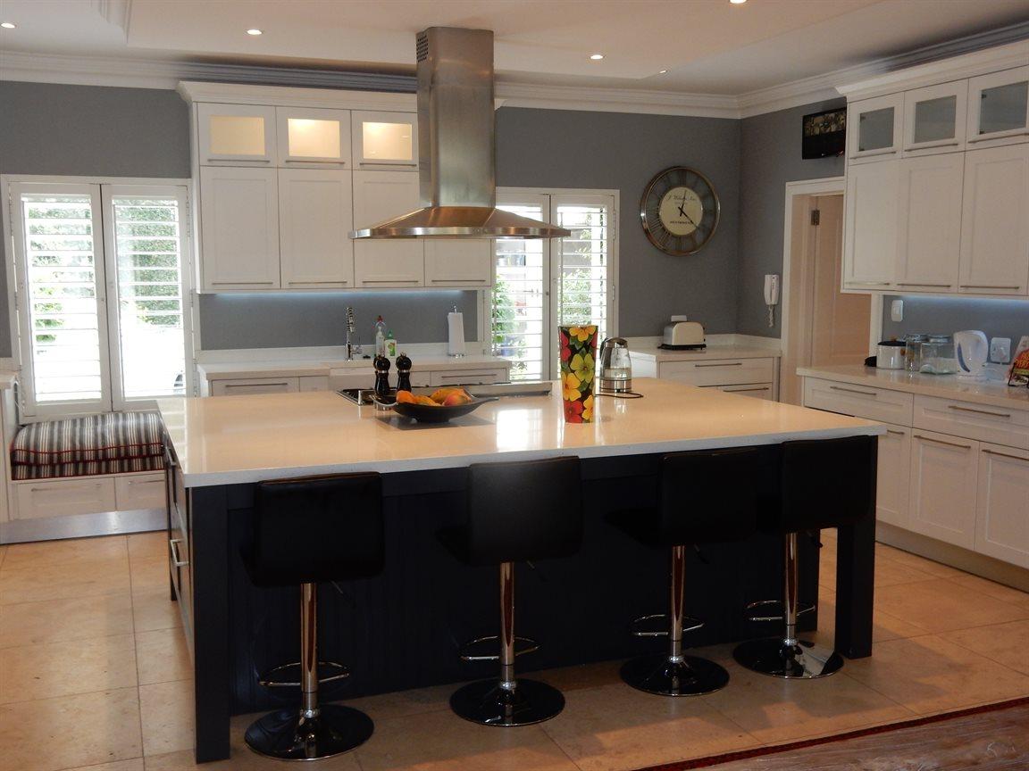 Bryanston property for sale. Ref No: 13290662. Picture no 8