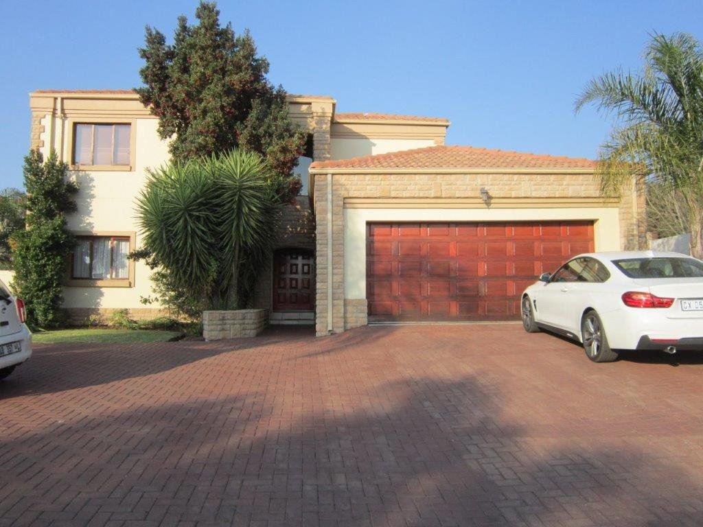 Blue Valley Golf Estate property for sale. Ref No: 13345353. Picture no 1