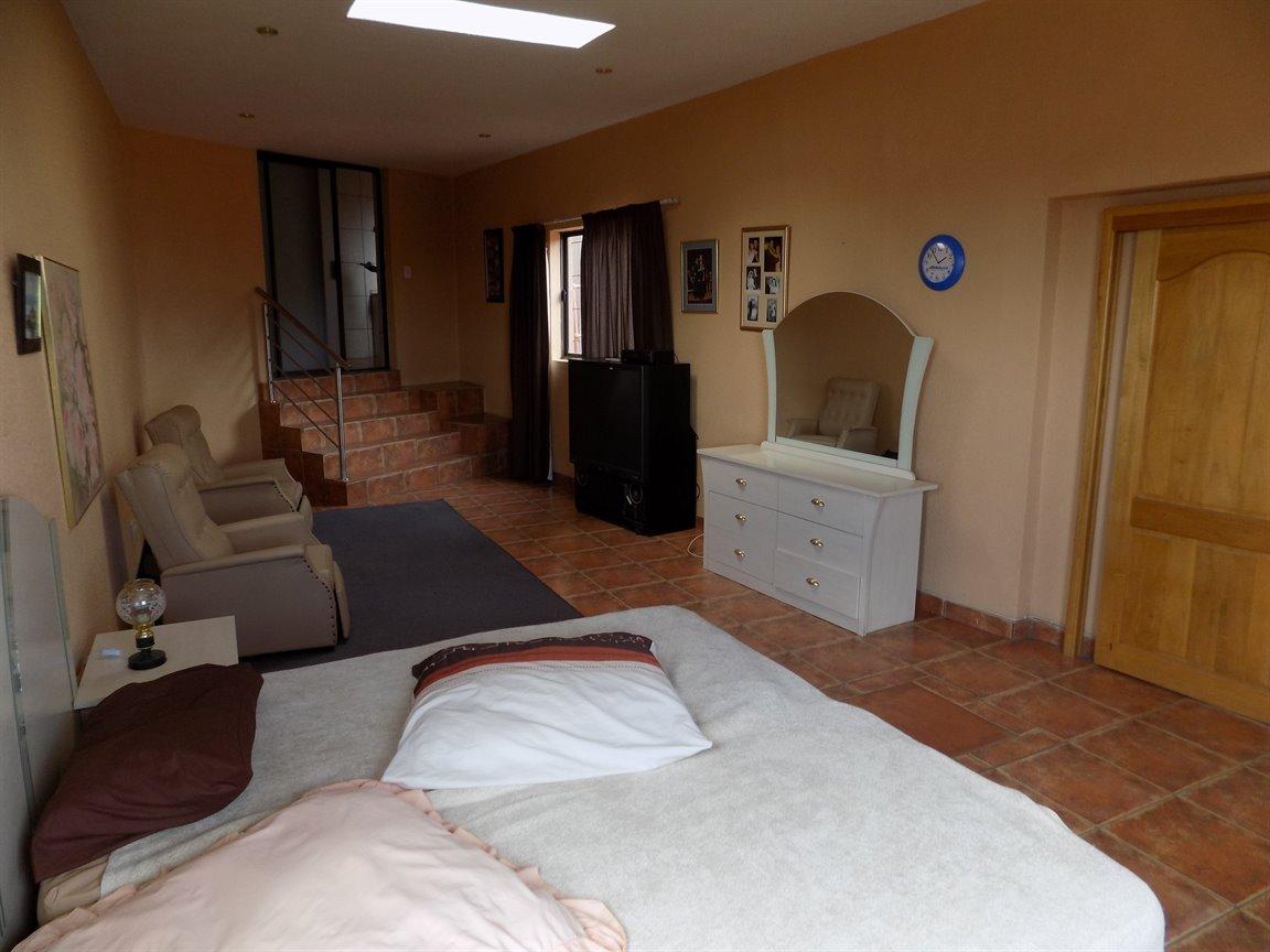 Bassonia property for sale. Ref No: 13389783. Picture no 34